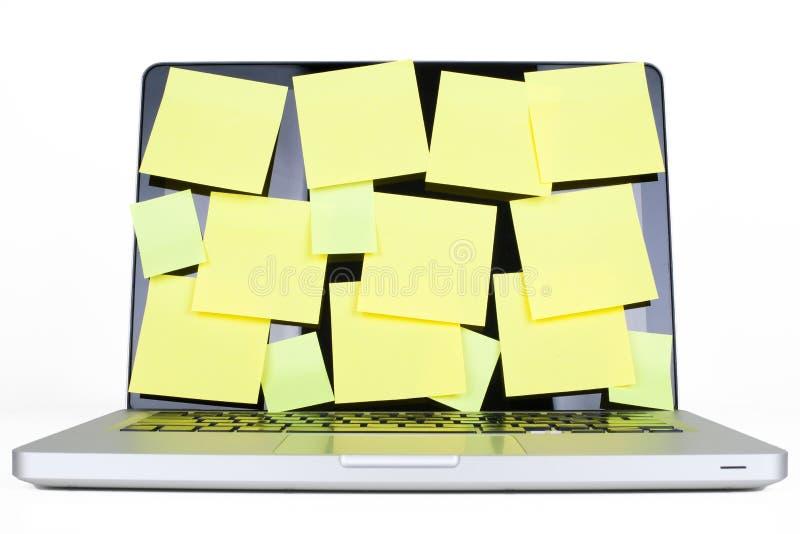 Computer portatile in pieno del post-it immagine stock libera da diritti