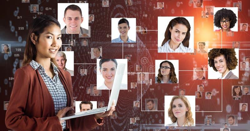 Computer portatile sorridente della tenuta della donna di affari contro i ritratti illustrazione vettoriale