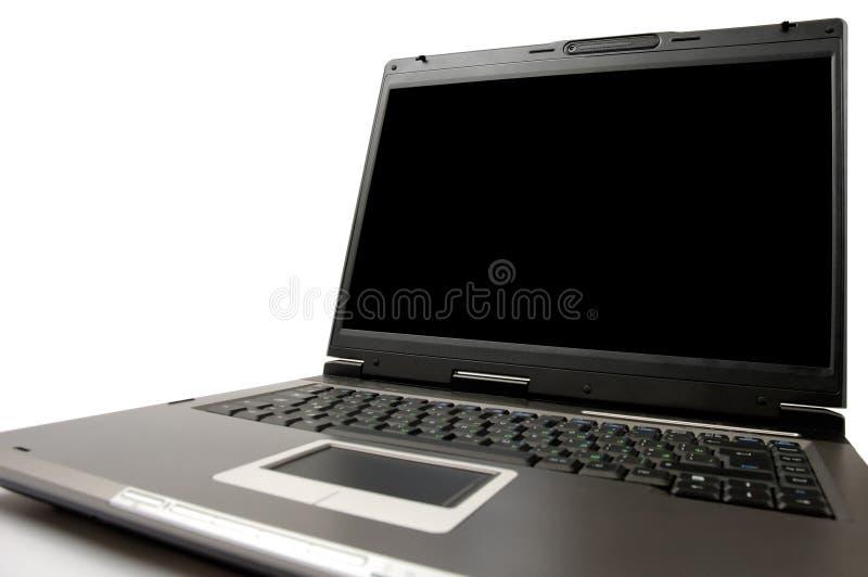 Computer portatile su un primo piano della tabella isolato immagine stock
