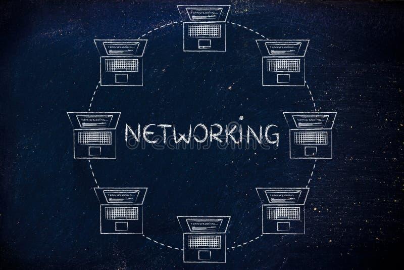Computer portatili collegati l'un l'altro & dati di trasferimento, con testo n immagine stock libera da diritti