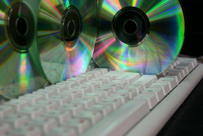 Computer Tastatur und CD lizenzfreie stockfotos