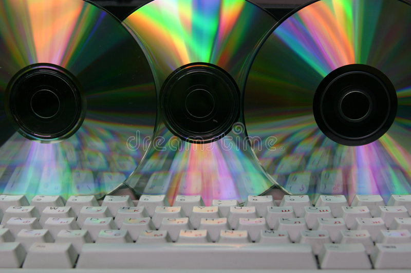 Computer Tastatur und CD lizenzfreie stockbilder