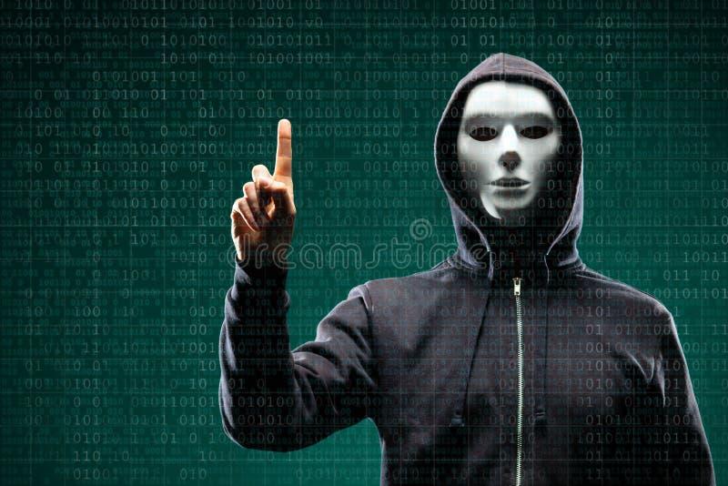Computerhacker in der Maske und Hoodie ?ber abstraktem bin?rem Hintergrund Undeutlich gemachtes dunkles Gesicht Datendieb, Intern stockfotografie