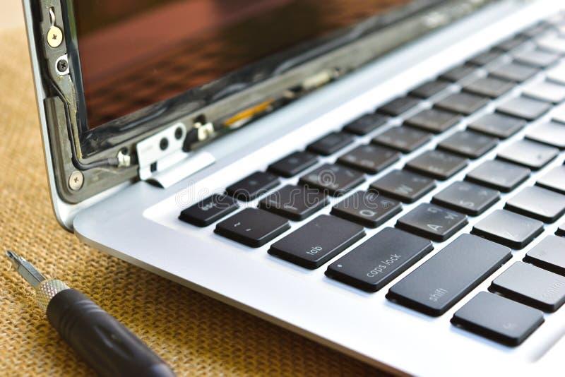 computerlaptop, het gebroken scherm, reparatie en MAI royalty-vrije stock foto