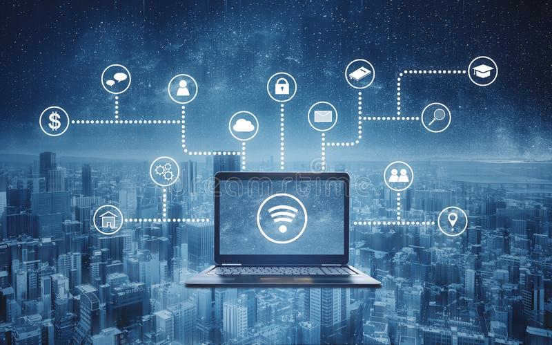 Computerlaptop met radio en toepassings programmering en sociale media pictogrammen Internet-voorzien van een netwerk en draadloz stock fotografie