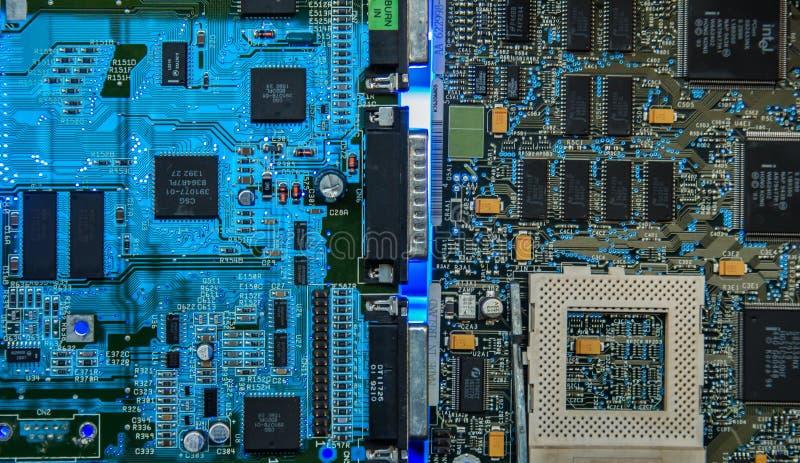 Computermotherboard breekt close-up het gloeien af stock fotografie