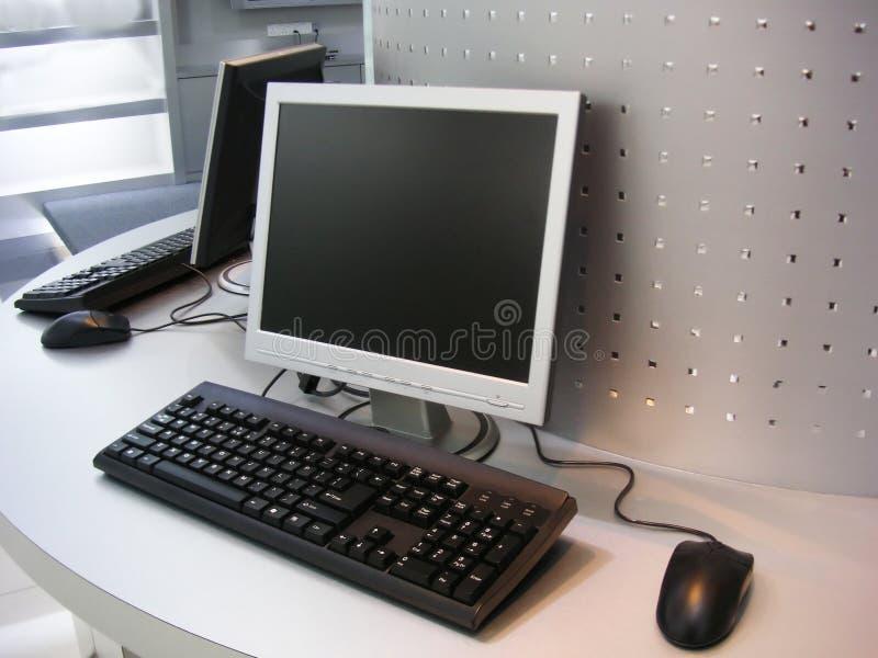 Computers met het vlakke scherm royalty-vrije stock foto's