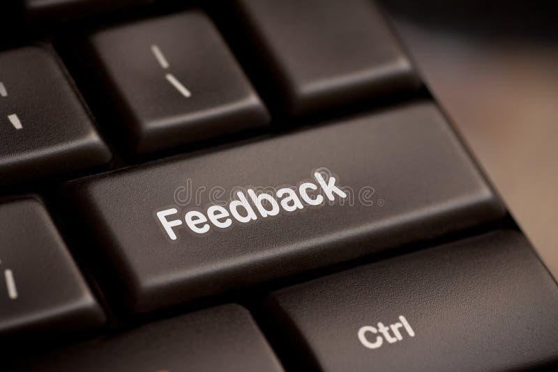 Computerschlüssel, der das Wort Feedback zeigt. lizenzfreie stockbilder