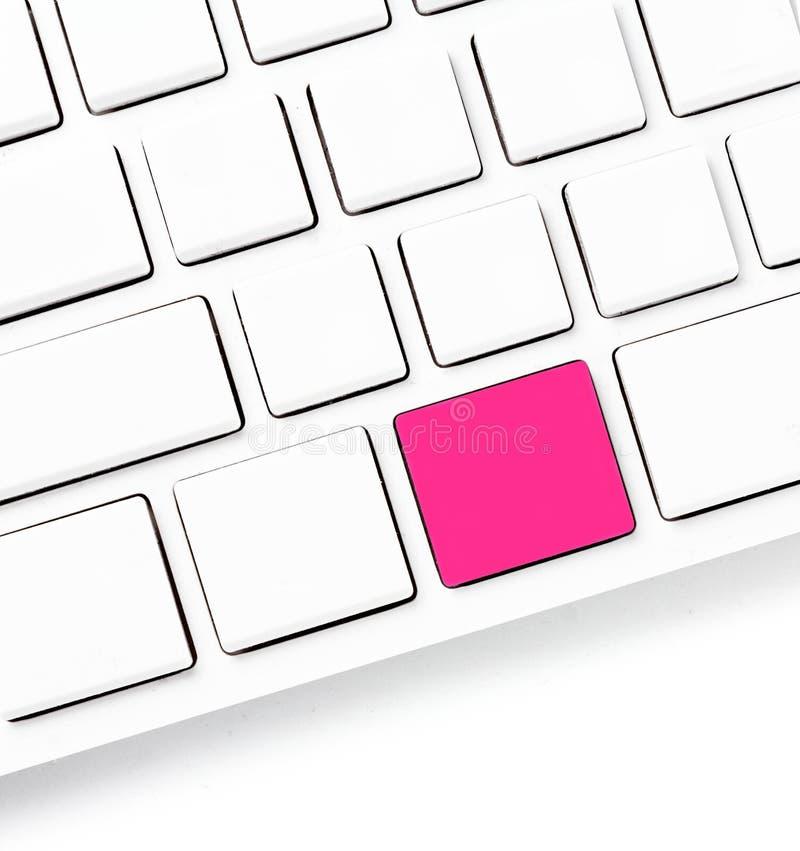 Computertastatur mit farbigen leeren Schlüsseln für Ihre eigene Idee. Whi stockfotografie
