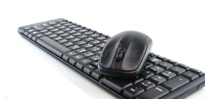 Computertastatur und -maus lokalisiert auf Weiß stockfotos