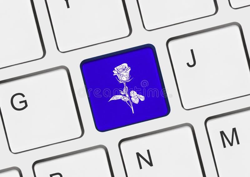 Computertoetsenbord met bloemsleutel royalty-vrije stock foto