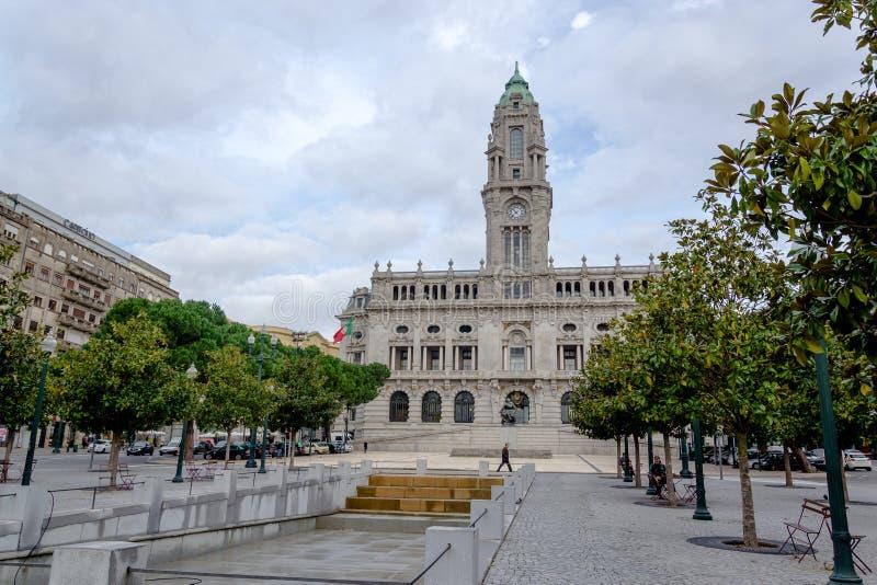 Comune di Oporto sul quadrato di Liberdade, (Câmara municipale fa Oporto) Oporto, Portogallo fotografie stock libere da diritti