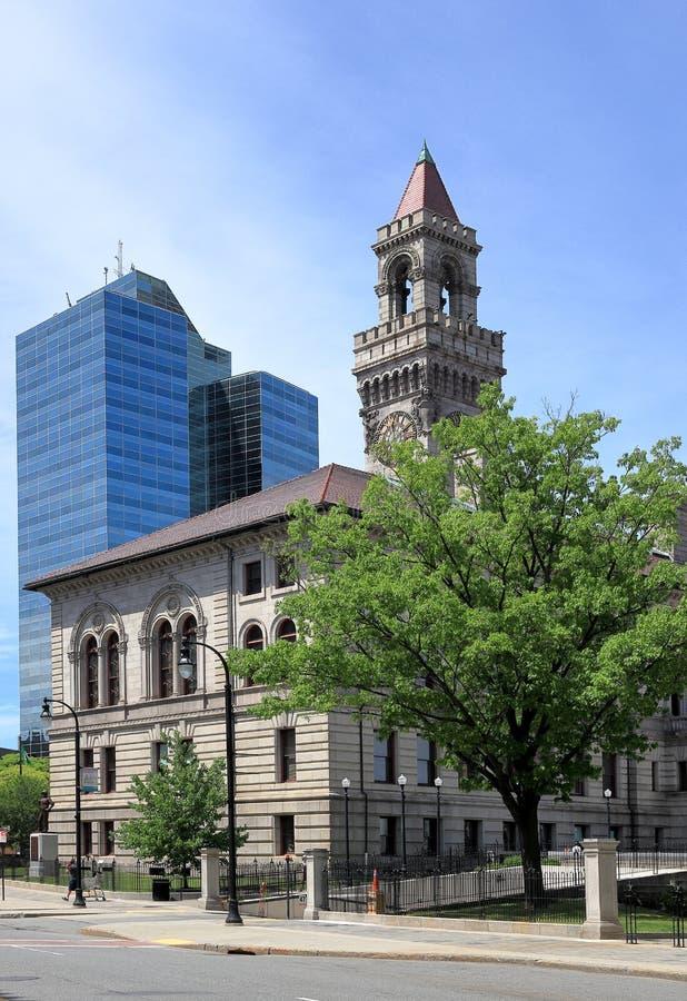 Comune di Worcester ed edificio per uffici contemporaneo a Worcester del centro, Massachusetts immagini stock libere da diritti