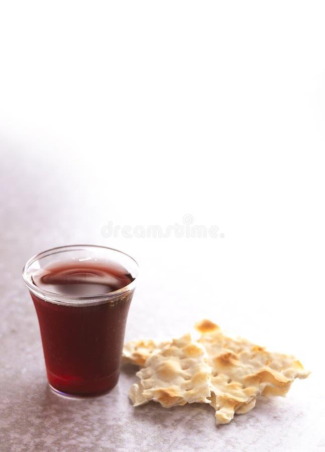 Comunión santa de Christian Faith del vino y del pan ácimo fotografía de archivo libre de regalías