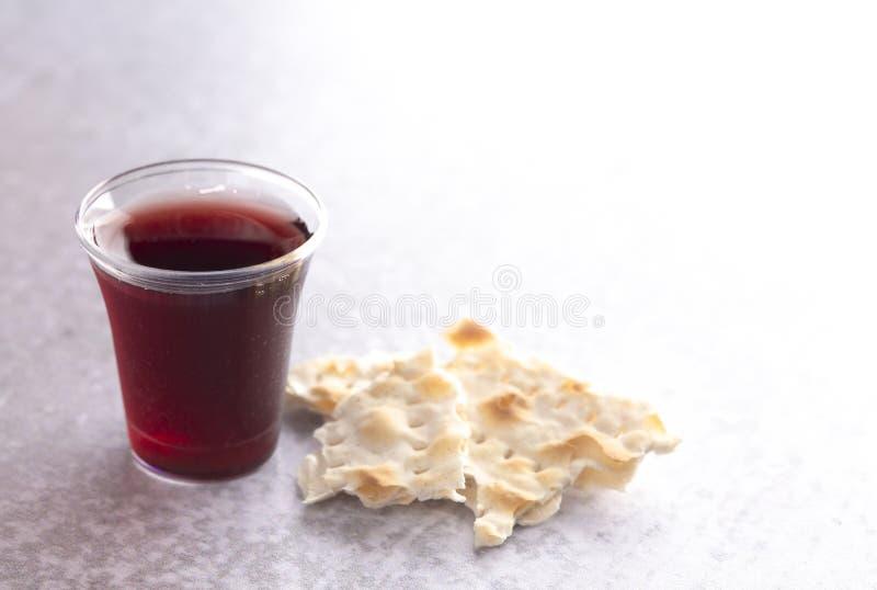 Comunión santa de Christian Faith del vino y del pan ácimo imágenes de archivo libres de regalías