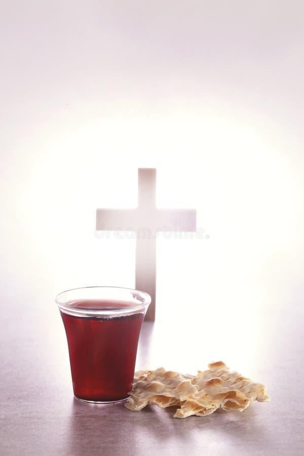 Comunión santa de Christian Faith del vino y del pan ácimo fotos de archivo