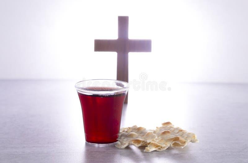 Comunión santa de Christian Faith del vino y del pan ácimo imagen de archivo libre de regalías