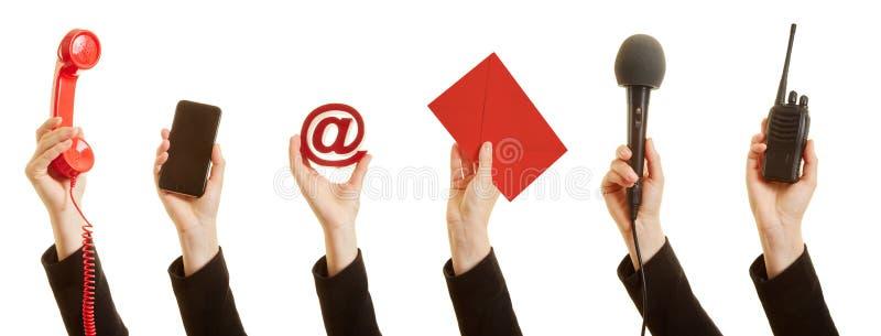 Comunicación con un servicio de atención al cliente como concepto imagen de archivo libre de regalías