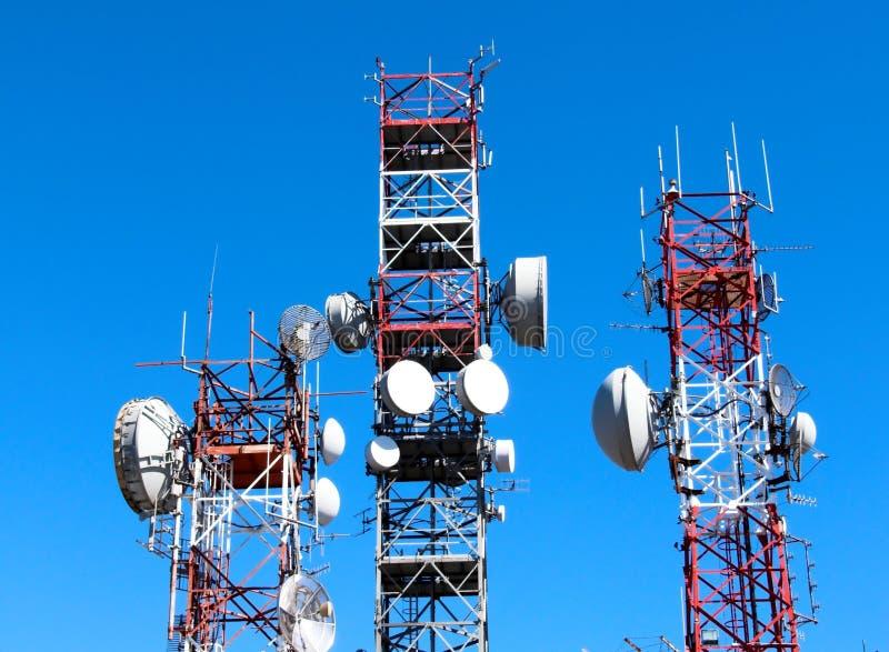Comunicación del repetidor de la antena fotos de archivo