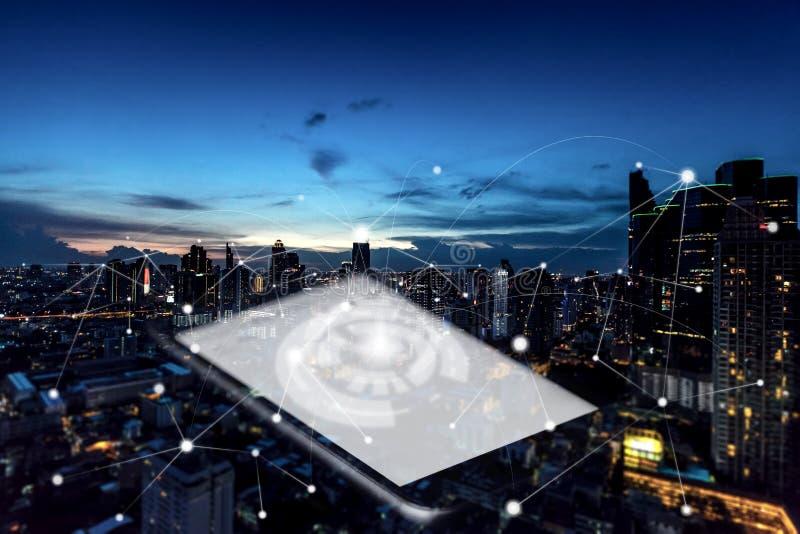 Comunicación en el extracto de la ciudad conceptual imagenes de archivo
