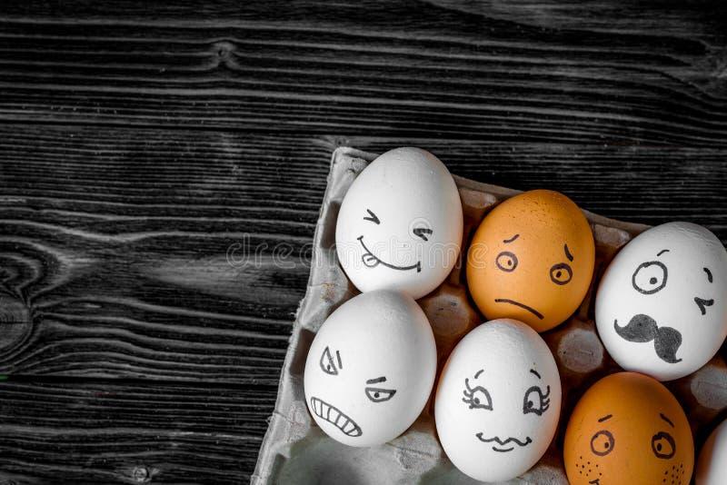 Comunicazione delle reti sociali di concetto ed emozioni - uova immagine stock