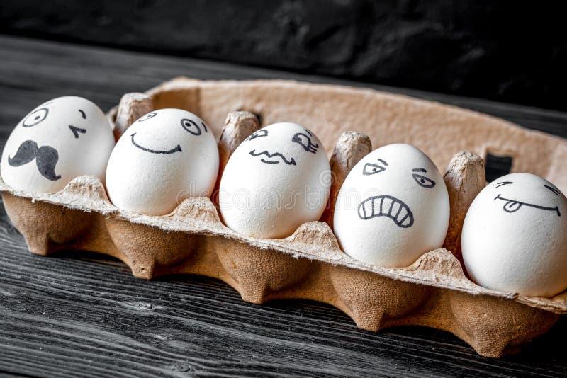Comunicazione delle reti sociali di concetto ed emozioni - uova fotografia stock