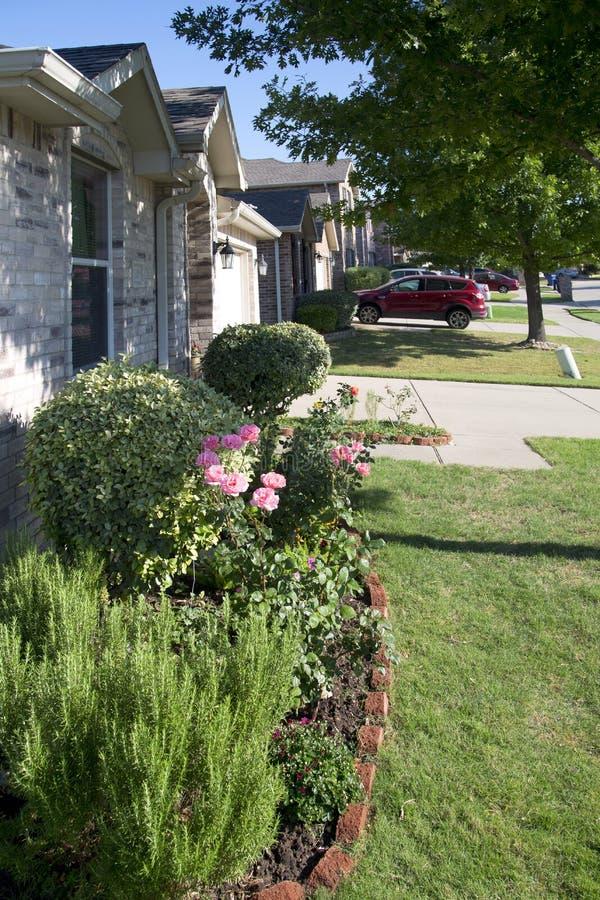 Comunidad amistosa en suburbano de TX LOS E.E.U.U. imagen de archivo libre de regalías