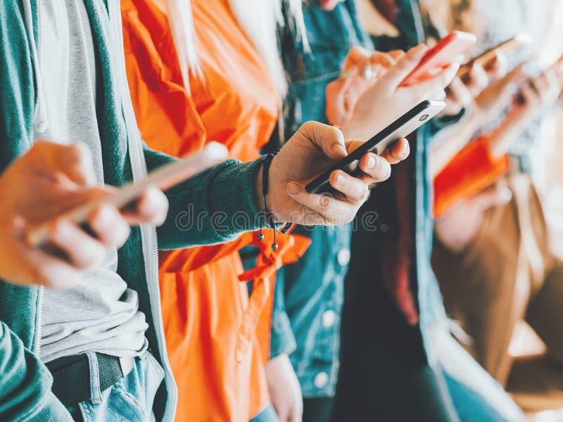 A comunidade social da influência dos meios de Millennials fotografia de stock