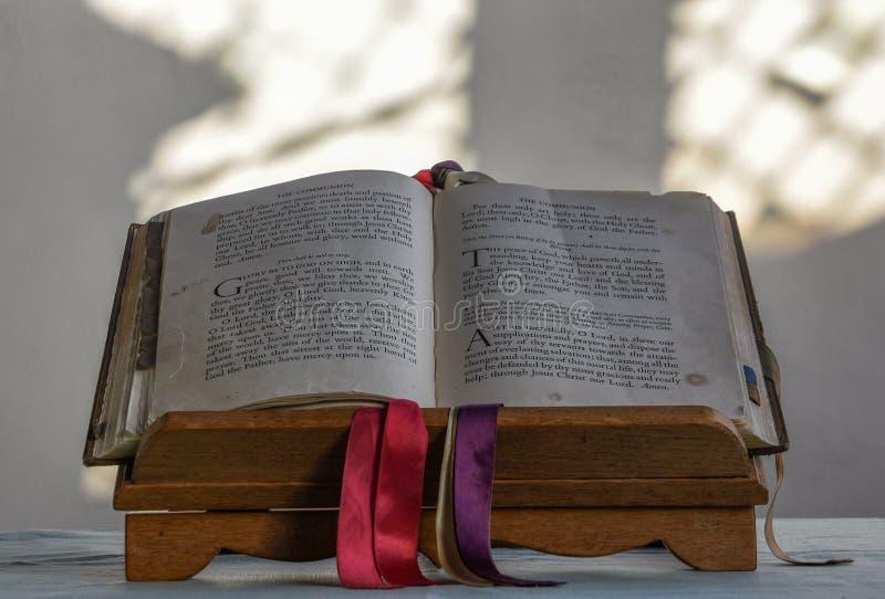Comunione della chiesa della st Dunstan immagini stock libere da diritti