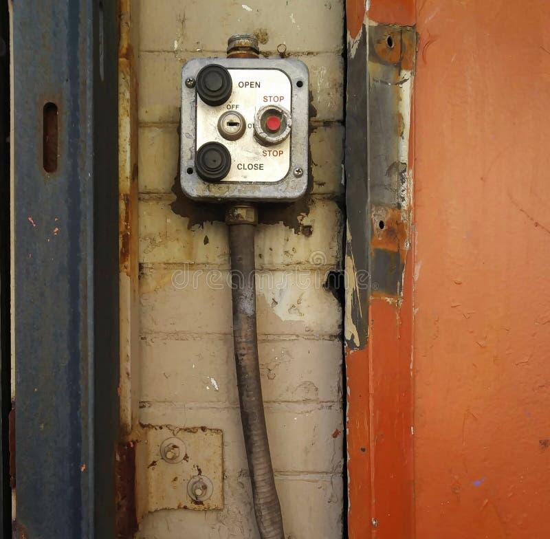 Comutador de Operação de Porta de Roll-Down de Frente de Frente de Frente de Tempestade Urbana imagem de stock