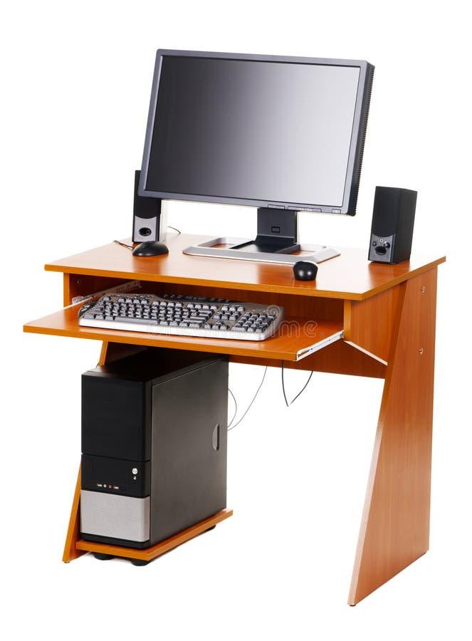 Con computer personale moderno su una tabella fotografia stock libera da diritti