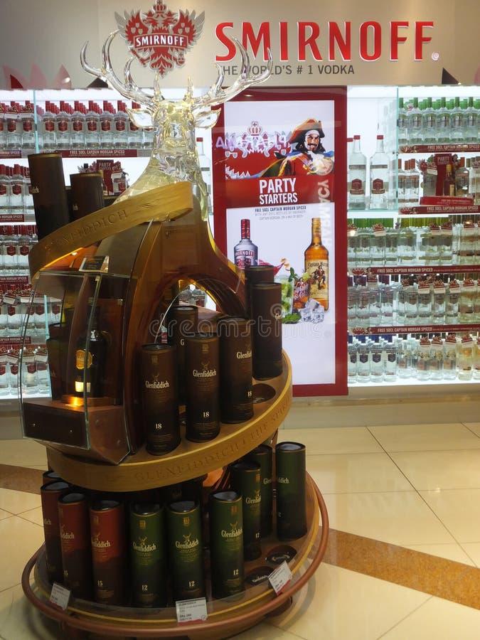 Con franquicia en el aeropuerto de Dubai International foto de archivo libre de regalías