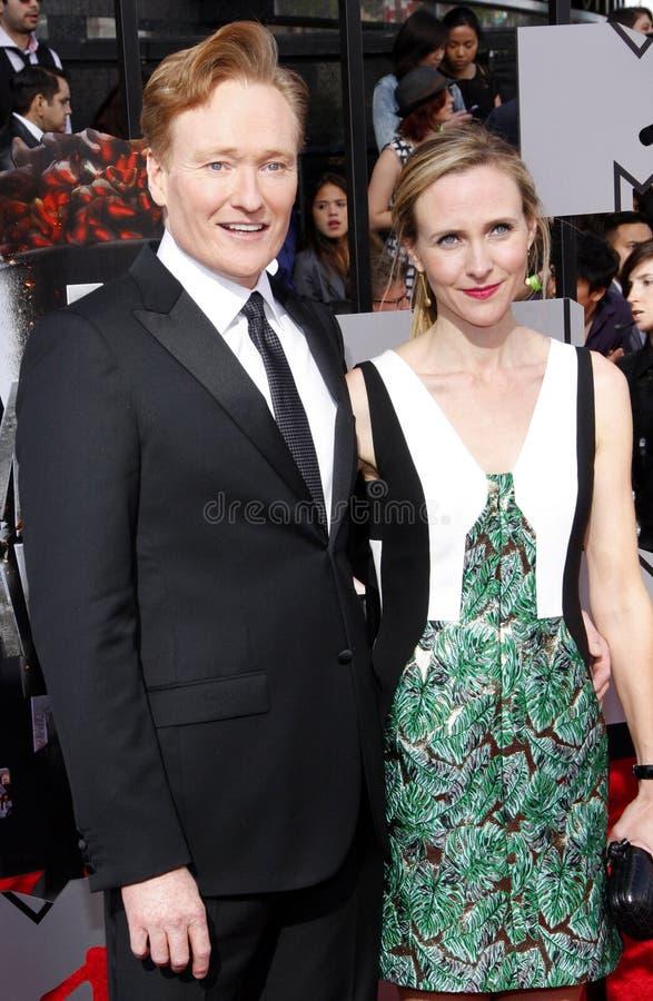 Conan nolla-` Brien och Liza Powel nolla-` Brien royaltyfri bild