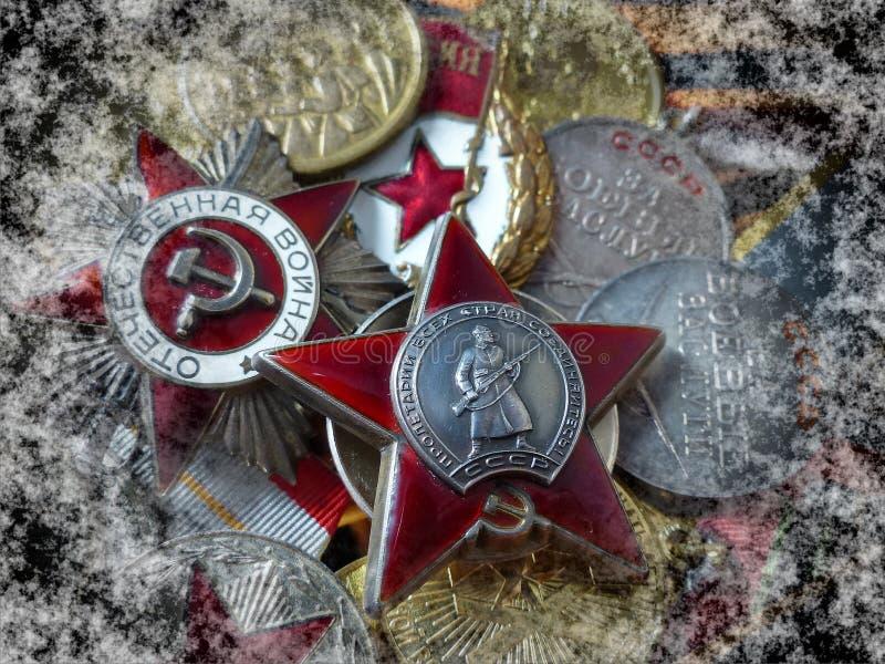 Concede al abuelo Orden de 'Red Star ', orden de la 'gran guerra patriótica 'contra la perspectiva de las medallas del combate fotos de archivo libres de regalías