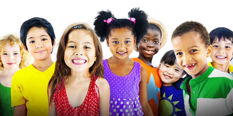 Conceito alegre da felicidade da amizade da diversidade das crianças das crianças fotografia de stock royalty free