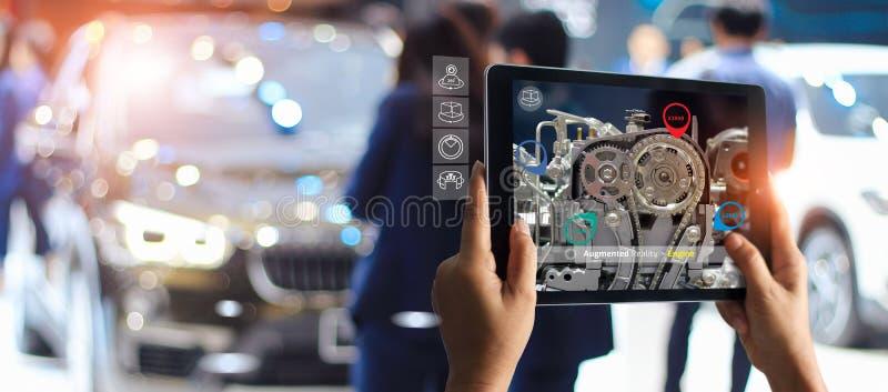 Conceito aumentado da realidade AR 4 industriais 0, m?o da tabuleta da terra arrendada do coordenador usando o servi?o virtual da imagem de stock