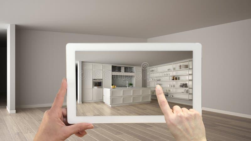 Conceito aumentado da realidade A tabuleta da terra arrendada da mão com aplicação da AR usou-se para simular produtos da mobília imagens de stock
