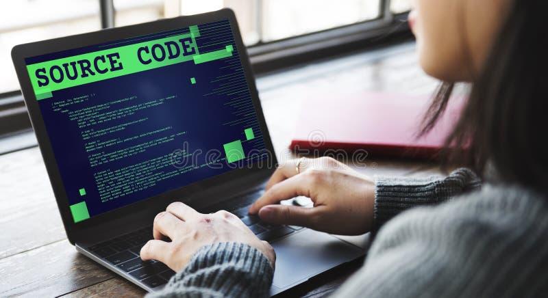 Conceito binário do Internet do computador da análise do código fonte fotos de stock royalty free