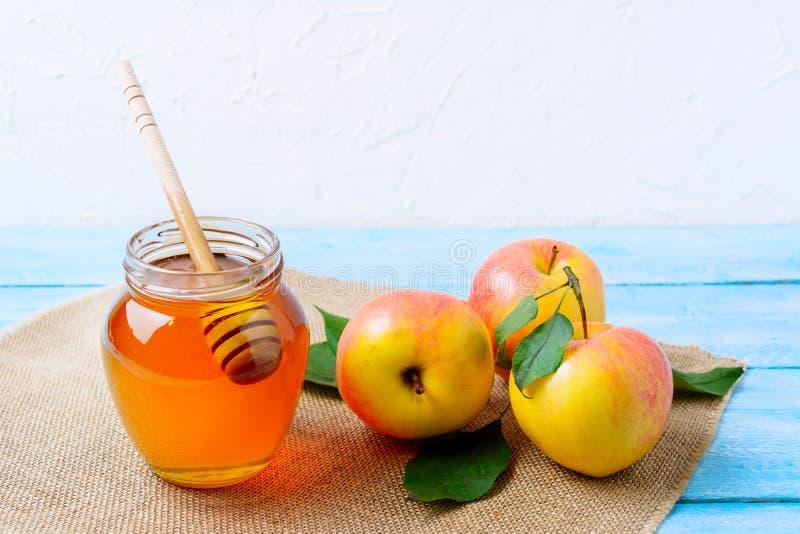 Conceito comer de Heallthy com mel e as maçãs frescas foto de stock royalty free