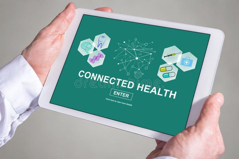Conceito conectado da saúde em uma tabuleta fotos de stock royalty free