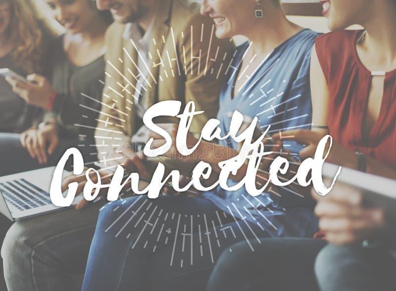Conceito conectado estada do relacionamento do Internet da amizade imagens de stock