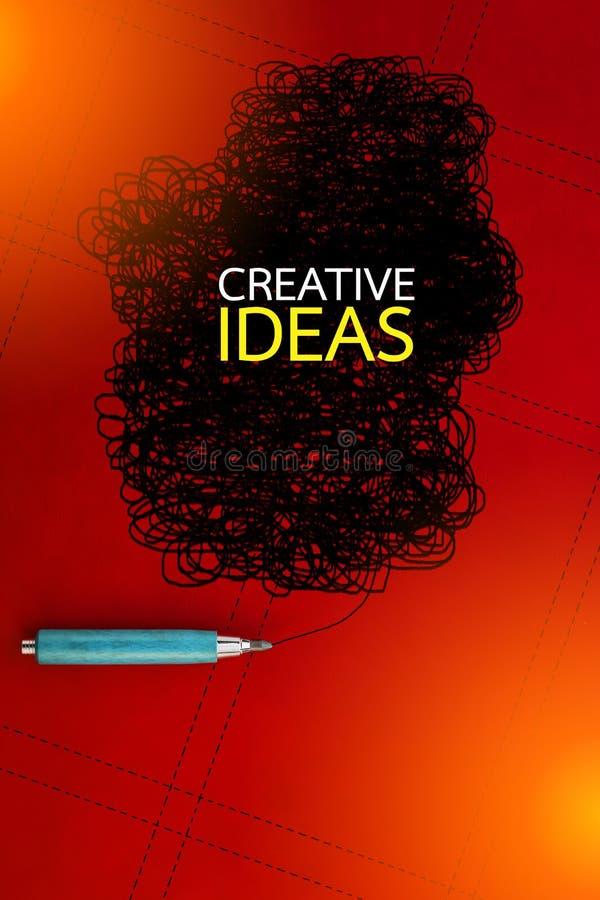 Conceito criativo com lápis e garatuja no fundo vermelho fotos de stock