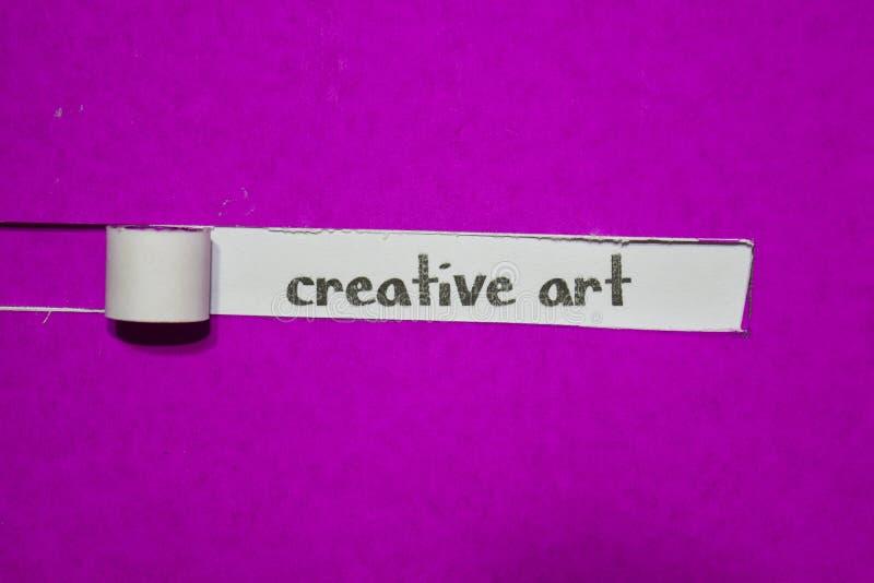 Conceito criativo da arte, da inspiração, da motivação e do negócio no papel rasgado roxo fotografia de stock