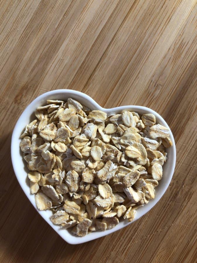Conceito criativo do alimento: Comer saudável, coração saudável imagens de stock royalty free