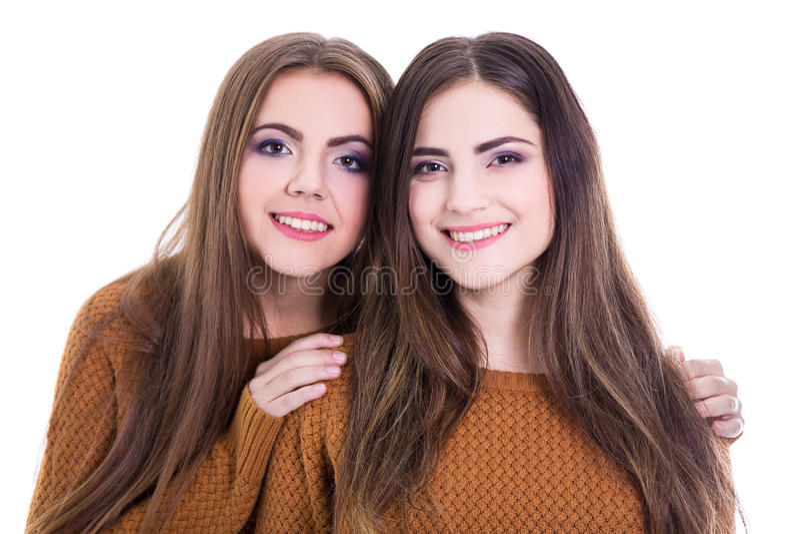 Conceito da amizade - retrato de duas meninas isoladas no branco imagens de stock royalty free