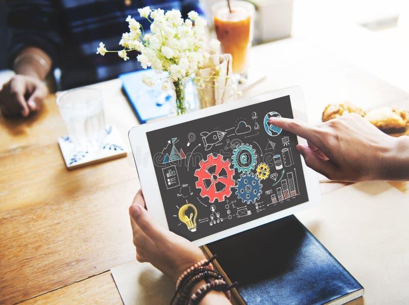 Conceito da análise de sistema empresarial dos gráficos da roda denteada fotos de stock royalty free