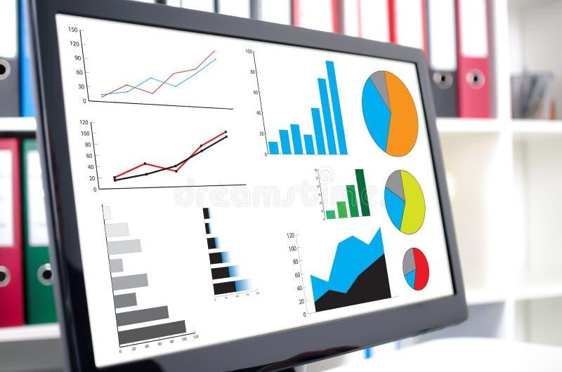 Conceito da análise gráfica em um tela de computador fotos de stock