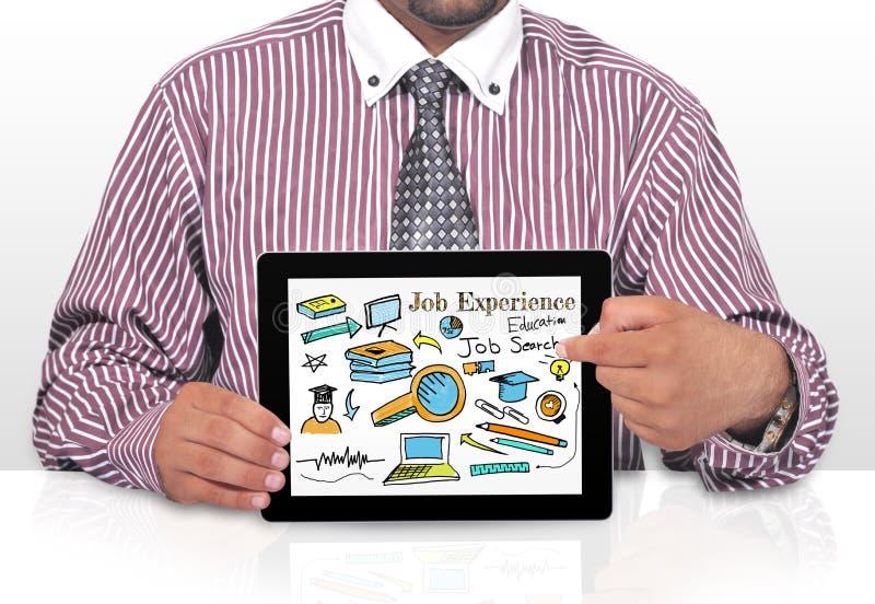 Conceito da aplicação de Internet Online Job Search do homem de negócios com tela do smratphone imagens de stock