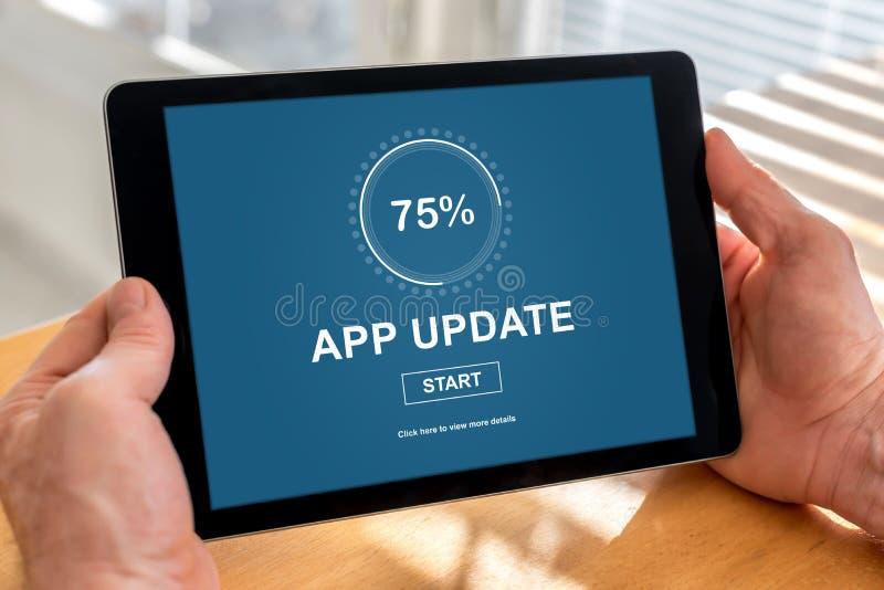 Conceito da atualização da aplicação em uma tabuleta fotografia de stock