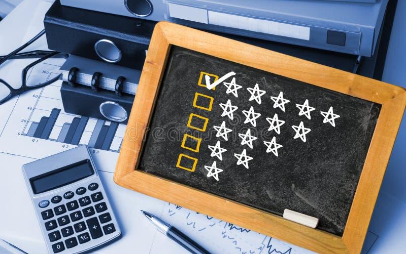 Conceito da avaliação de cinco estrelas imagens de stock royalty free